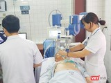 Bệnh nhân đang điều trị thiếu máu cơ tim bằng sóng xung kích