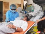 Bác sĩ Bệnh viện Dã chiến sẵn sàng 'chiến đấu' với dịch bệnh viêm phổi cấp. Ảnh: Nguyễn Trăm
