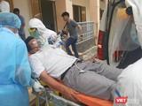 Diễn tập tiếp nhận, cấp cứu bệnh nhân suy hô hấp nặng do nhiễm COVID-19. Ảnh: Nguyễn Trăm