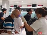 Kiểm dịch Y tế tại sân bay Tân Sơn Nhất. Ảnh: N.T