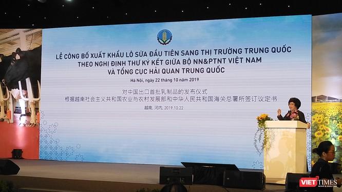 Chủ tịch Tập đoàn TH - bà Thái Hương - phát biểu tại buổi lễ