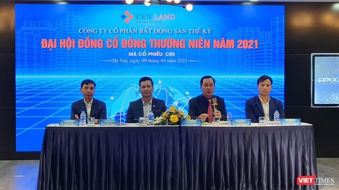 Ban Chủ toạ tại ĐHĐCĐ thường niên năm 2021 của CTCP Bất động sản Thế Kỷ (Ảnh: P.D)