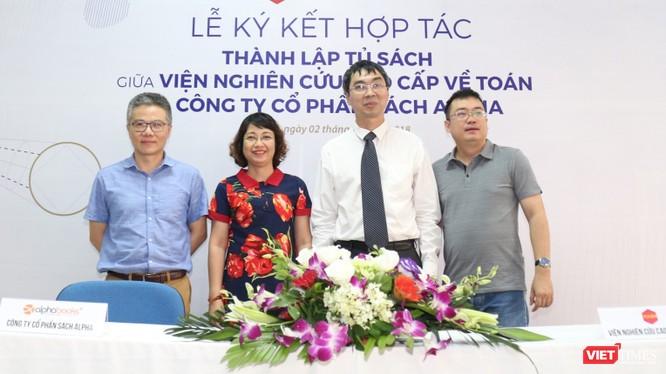 Viện Nghiên cứu Cao cấp về Toán (VIASM) và Công ty Cổ phần Sách Alpha (Alpha Books) ký kết thỏa thuận hợp tác thành lập tủ sách chung về ngành toán.