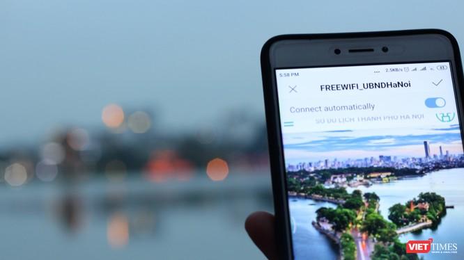 """Ngày nay việc sử dụng kết nối Wi-Fi đã trở thành một """"thói quen"""" thường xuyên với nhiều người"""
