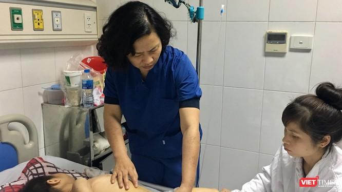 Một cháu bé bị chó cắn điều trị tại Bệnh viện Việt Đức