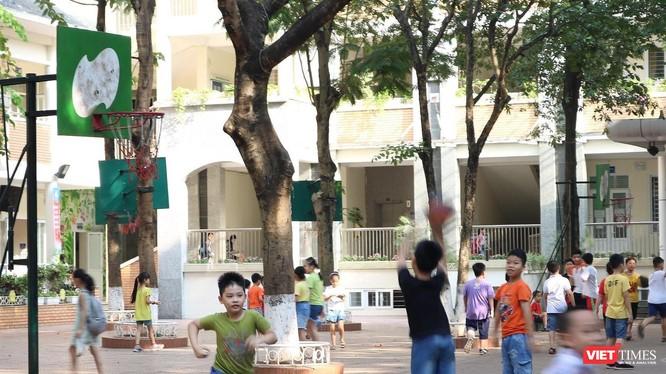 Học sinh tiểu học trong giờ ra chơi (ảnh: Minh Thúy)