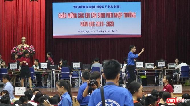 Trường Đại học Y Hà Nội chào đón các tân sinh viên nhập trường. Ảnh: Minh Thúy