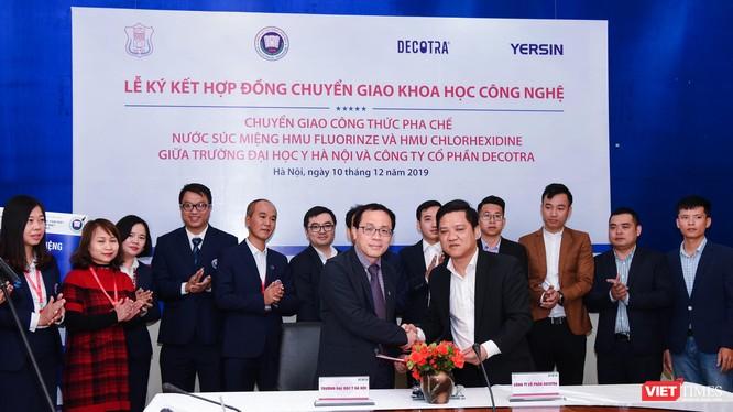 Lễ ký kết chuyển giao khoa học công nghệ lần đầu tiên của Trường Đại học Y Hà Nội