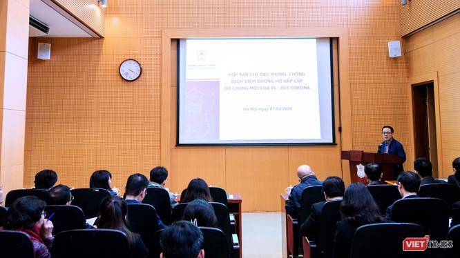 GS.TS. Tạ Thành Văn – Hiệu trưởng Trường Đại học Y Hà Nội chủ cuộc họp Ban Chỉ đạo phòng, chống dịch Corona để triển khai kế hoạch