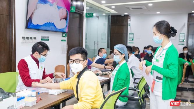 Gần 1.000 CBNV, người nhà bệnh nhân BVĐKQT Thu Cúc hiến máu tình nguyện
