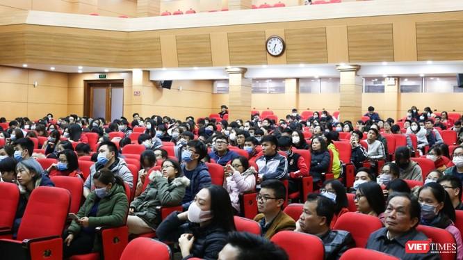 Sinh viên Trường Đại học Y Hà Nội vẫn tiếp tục đi học và được truyền thông đầy đủ về dịch nCoV 2019 để sẵn sàng hỗ trợ các bệnh viện khi cần (ảnh: Quốc Đạt)