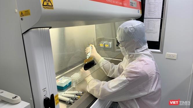 """Các nhà khoa học của Trường Đại học Y Hà Nội bắt đầu nghiên cứu """"Xây dựng quy trình kỹ thuật và chương trình đào tạo chẩn đoán SARS-CoV-2 trong phòng xét nghiệm"""""""