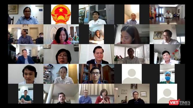 Các bác sĩ trao đổi trực tuyến với 26 CQĐD của Việt Nam ở các châu lục