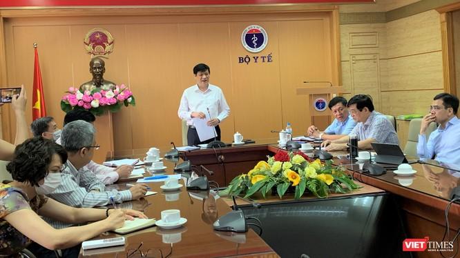 Bộ trưởng Bộ Y tế Nguyễn Thanh Long chủ trì cuộc họp trực tuyến với Giám đốc các Sở Y tế trong cả nước về tình hình dịch COVID-19