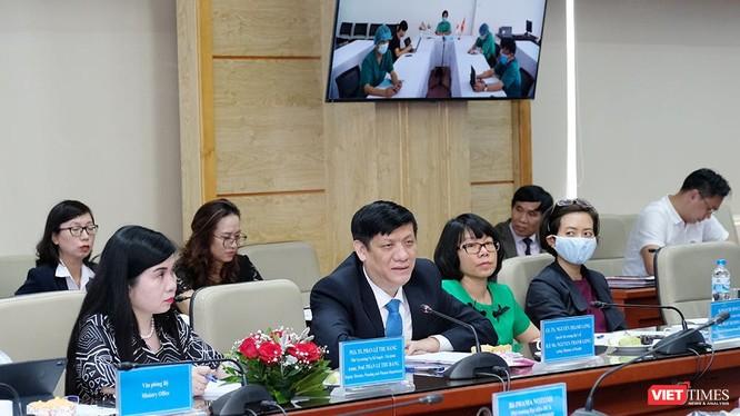 Q. Bộ trưởng Bộ Y tế Nguyễn Thanh Long: Việt Nam quan tâm đến mục tiêu kép là vừa đảm bảo giao lưu thương mại, vừa đảm bảo phòng, chống dịch bệnh (ảnh: Trần Minh)