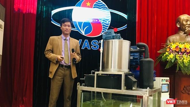 TS. Lê Văn Luân - tác giả chiếc máy sản xuất đá tuyết từ nước biển đã được vào sử dụng, giúp ngư dân tránh được thiệt hại hàng nghìn tỷ đồng mỗi năm.