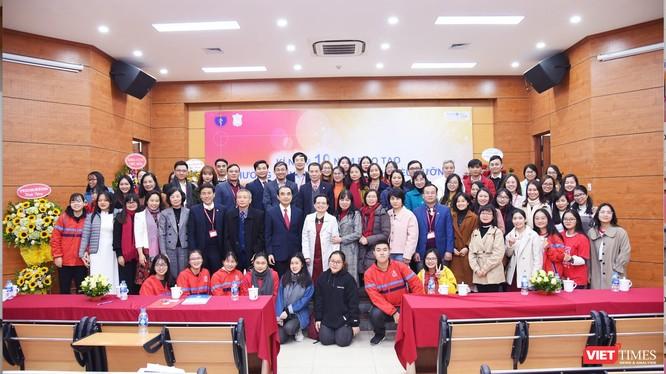 Thầy và trò Chương trình tiên tiến đào tạo điều dưỡng của Trường Đại học Y Hà Nội