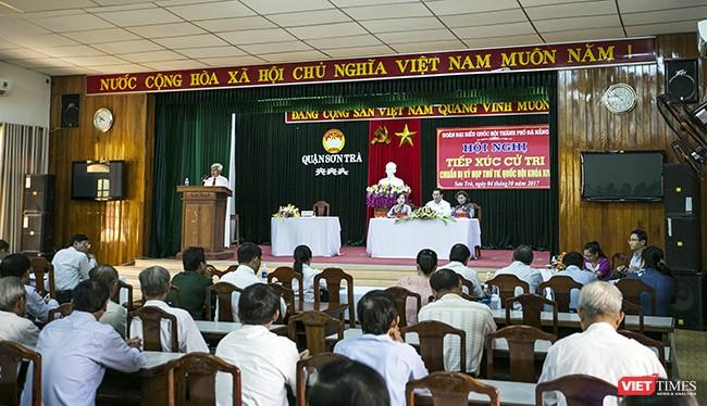 Sáng ngày 4/10, Đoàn Đại biểu Quốc hội TP Đà Nẵng đã tổ chức Hội nghị tiếp xúc cử tri quận Sơn Trà và Hải Châu để chuẩn bị Kỳ họp thứ 4-Quốc hội khóa XIV.