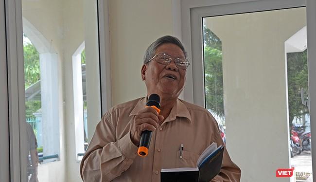 Cử tri Hoàng Đình Cảnh (phường Mỹ An, quận Ngũ Hành Sơn) phát biểu ý kiến với Đoàn đại biểu Quốc hội TP Đà Nẵng tại buổi tiếp xúc cử tri quận Ngũ Hành Sơn diễn ra sáng ngày 5/10.