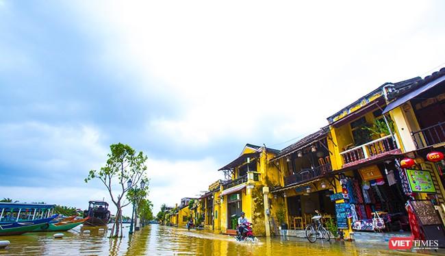 Nước sông Vĩnh Điện bị nhiễm mặn khiến người dân Hội An bị thiếu nước sinh hoạt