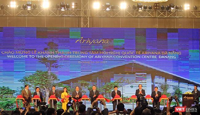 Ngày 15/10, với sự chứng kiến của Thủ tướng Chính phủ Nguyễn Xuân Phúc, UBND TP Đà Nẵng, Tập đoàn Sovico và Furama Resort Đà Nẵng đã cắt băng khánh thành Cung Hội nghị Quốc tế Ariyana, công trình trọng điểm phục vụ tuần lễ Cấp cao APEC 2017.