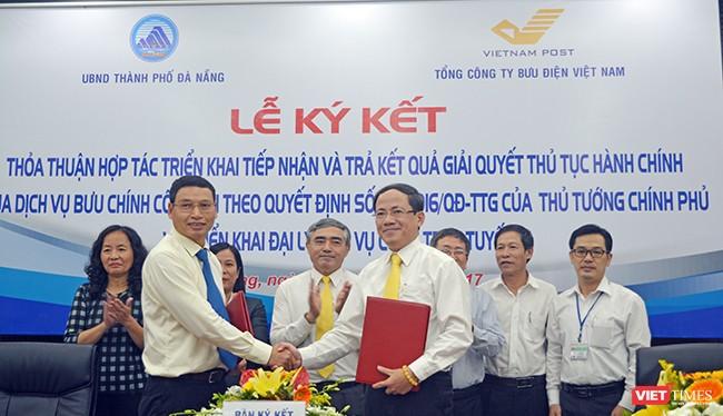 Chiều 19/10, UBND TP. Đà Nẵng và Tổng công ty Bưu điện Việt Nam đã ký thoả thuận về việc triển khai tiếp nhận hồ sơ và chuyển trả kết quả giải quyết thủ tục hành chính qua dịch vụ bưu chính công ích.