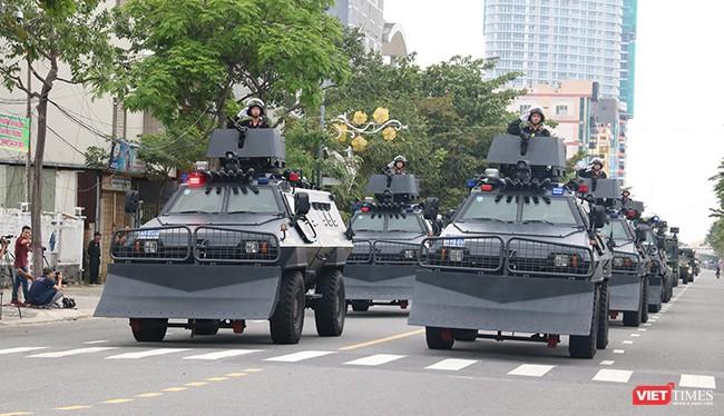 Sáng 22/10, tại Đà Nẵng, Tiểu ban An ninh - Y tế APEC phối hợp với các Bộ, ngành Trung ương và UBND TP Đà Nẵng đã tổ chức tổng duyệt diễn tập phương án bảo vệ an ninh cho Tuần lễ Cấp cao APEC 2017