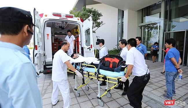 Sáng 25/10, Sở Y tế Đà Nẵng phối hợp cùng các cơ sở y tế tổ chức diễn tập ứng phó cấp cứu y tế phục vụ Tuần lễ cấp cao APEC 2017 sắp diễn ra.