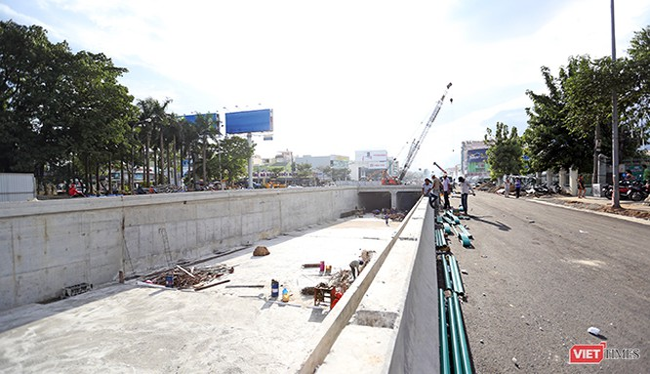 Theo ông Lê Văn Trung, Giám đốc Sở Giao thông vận tải TP Đà Nẵng, Dự án hầm chui Điện Biên Phủ-Nguyễn Tri Phương đã hoàn thành 90% khối lượng