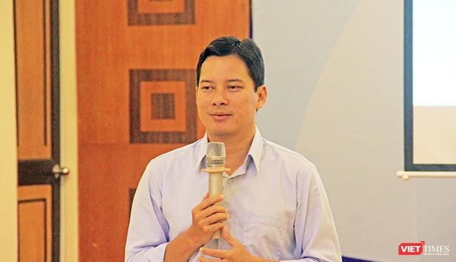 Ông Lê Quang Tự Do, Phó cục trưởng cục PTTH&TTĐT trình bày về các thông tư mới của Bộ trên lĩnh vực thông tin điện tử. Ảnh: Hồ Xuân Mai.