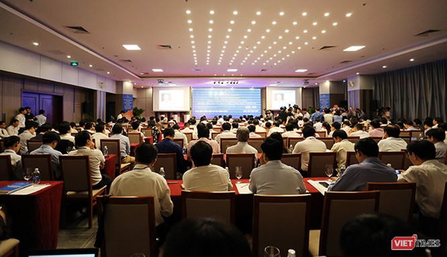 Sáng 27/10, UBND TP Đà Nẵng cùng Bộ TT & TT tổ chức Hội thảo cấp cao về Xây dựng TP thông minh và Xúc tiến đầu tư, phát triển CNTT trên địa bàn. Ảnh: Hồ Xuân Mai