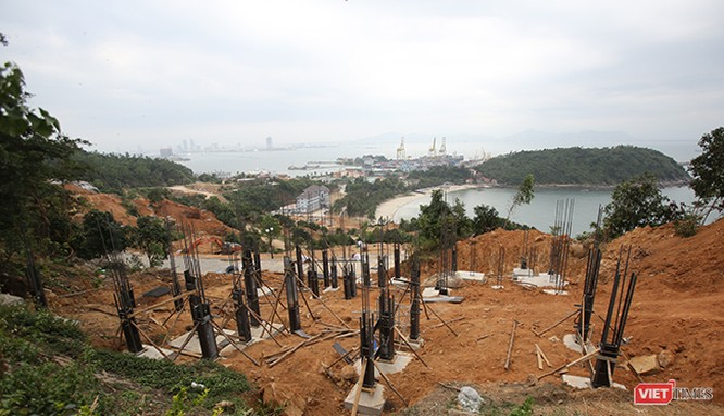 Liên quan đến hành vi xây dựng không có giấy phép tại Dự án Khu du lịch sinh thái biển Tiên Sa trên bán đảo Sơn Trà, Phó chủ tịch quận Sơn Trà đã bị kỷ luật