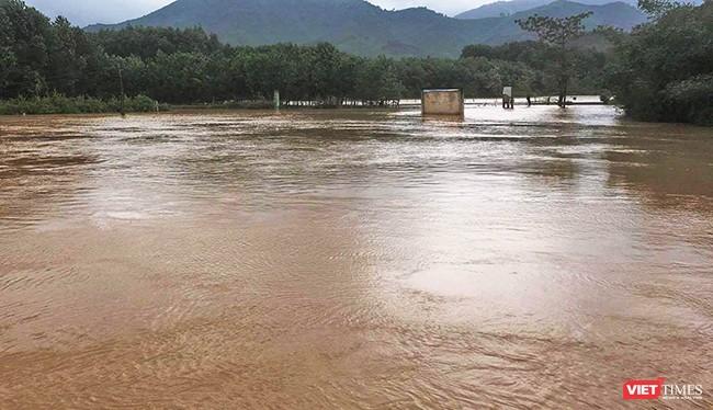 Thủy điện xả nước, nhiều nơi ở Quảng Nam chìm trong lũ
