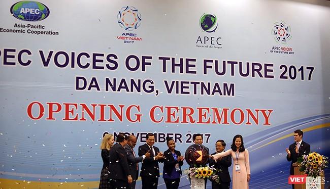 Sáng 6/11, Diễn đàn Tiếng nói tương lai APEC 2017 đã chính thức được khai mạc tại Đại học Đà Nẵng