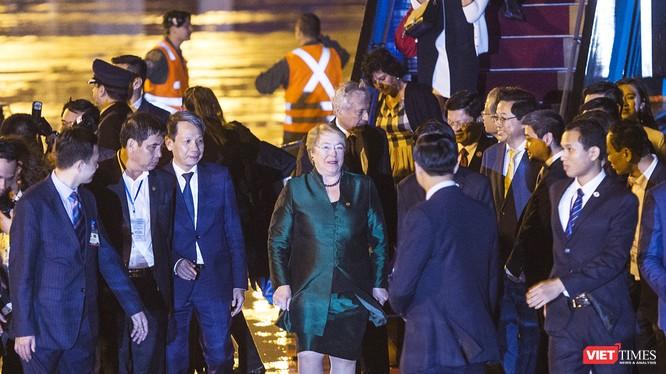 Tối ngày 9/11, chuyên cơ chở nữ Tổng thống Chile Michelle Bachelet cùng đoàn công tác đã tới Đà Nẵng, tham dự hội nghị lãnh đạo các nền kinh tế thành viên APEC.