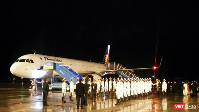 Tối ngày 8/11, chuyên cơ máy bay chở Tổng thống Philippines Rodrigo Duterte đã hạ cánh xuống sân bay quốc tế Đà Nẵng.