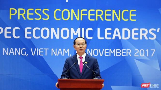 Chủ tịch nước Trần Đại Quang chủ trì họp báo công bố kết quả Hội nghị các nhà lãnh đạo kinh tế APEC lần thứ 25 tại Trung tâm báo chí quốc tế Đà Nẵng.