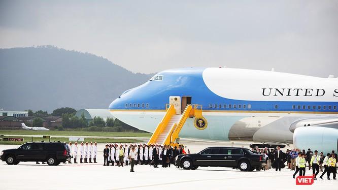 Không giống như việc hạ cánh của các chuyên cơ chở nguyên thủ khác đến Đà Nẵng, chuyên cơ Air Force One của Tổng thống Mỹ có nhiều điều thú vị khi hạ cánh xuống sân bay Đà nẵng