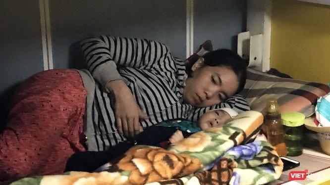 Sau hơn 3 tiếng đồng hồ nỗ lực, đến 12h30 ngày 23/11, tàu SAR 274 đã cập cảng Trung tâm II tại Đà Nẵng, đưa cháu Phúc (8 tháng tuổi, trú đảo Cù Lao Chàm) chuyển vào bệnh viện để tiếp tục điều trị.