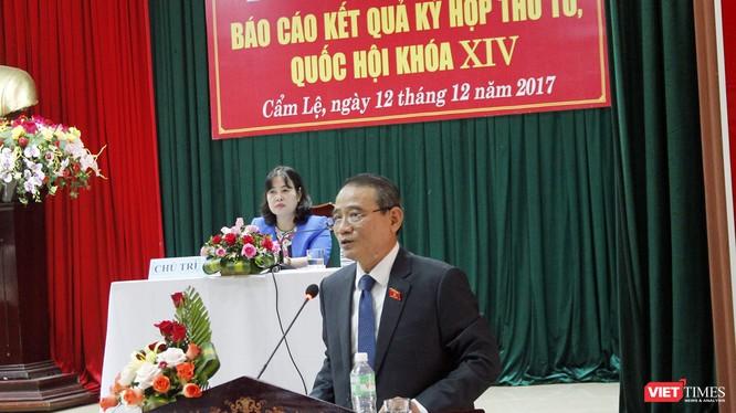 Bí thư Thành ủy Đà Nẵng Trương Quang Nghĩa phát biểu tại buổi tiếp xúc cử tri quận Cẩm Lệ vừa diễn ra chiều 12/12.