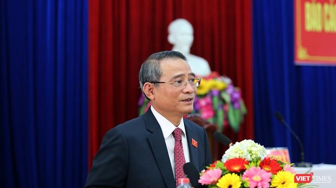 Bí thư Thành ủy Đà Nẵng Trương Quang Nghĩa chia sẻ với cử tri quận Hải Châu tại buổi tiếp xúc cử tri của Đoàn đại biểu Quốc hội TP Đà Nẵng diễn ra sáng 13/12.