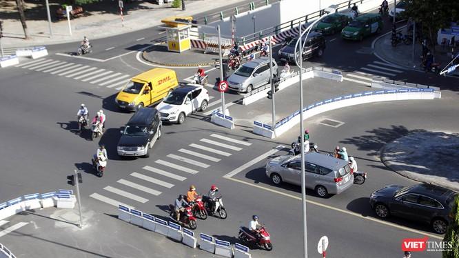Từ ngày 15/01, Đà Nẵng sẽ cấm phương tiện rẽ trái từ đường Trần Phú qua cầu Sông Hàn và đi thẳng trên đường gom Trần Phú về hướng cầu Rồng trong giờ cao điểm.