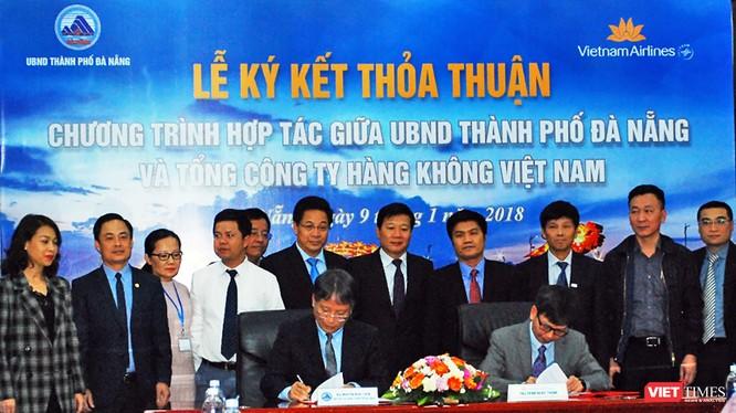 Chiều 9/1, tại Trung tâm hành chính TP Đà Nẵng đã diễn ra Lễ ký kết thỏa thuận hợp tác giữa UBND TP Đà Nẵng và Tổng Công ty Hàng không Việt Nam (Vietnam Airlines), nhằm tăng cường xúc tiến du lịch, thương mại và đầu tư.