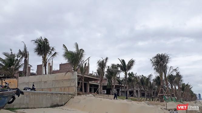 UBND quận Ngũ Hành Sơn (Đà Nẵng) vừa ra quyết định xử phạt vi phạm hành chính 100 triệu đồng đối với Công ty CP Phát triển đô thị Du lịch Sóng Việt vì đã vi phạm quy định trong quá trình xây dựng đối với dự án Khu du lịch biển The Song Đà Nẵng.