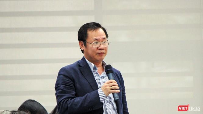 Giám đốc Sở Xây dựng TP Đà Nẵng Vũ Quang Hùng trả lời câu hỏi liên quan đến dự án xây dựng sai phép tại cuộc Họp báo quý 4/2017 của UBND TP Đà Nẵng diễn ra hôm 11/1 vừa qua.