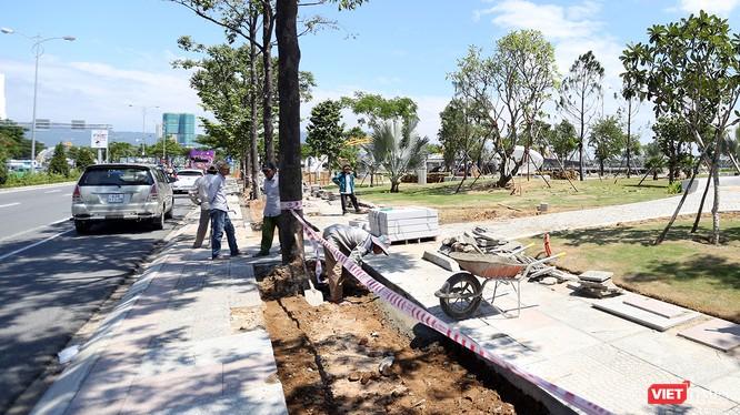 Chủ tịch UBND TP Đà Nẵng vừa có văn bản yêu cầu tổng kiểm tra, rà soát chất lượng thi công lát gạch vỉa hè tại một số tuyến đường phục vụ APEC.
