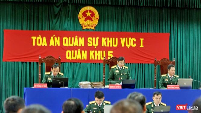 Sáng 19/1, tại Trung tâm đoàn huấn luyện Bộ chỉ Bộ đội biên phòng tỉnh Quảng Nam, Tòa án quân sự 1-Quân khu 5 đã mở phiên tòa xét xử sơ thẩm đối với 21 bị cáo trong vụ phá rừng Pơmu tại khu vực biên giới Việt-Lào gây xôn xao dư luận vào năm 2016.