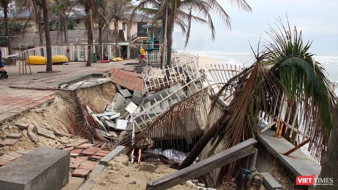 Hiện trường bãi biển du lịch Đà Nẵng bị xâm thực nghiêm trọng