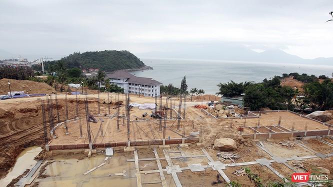 Ngưỡng phát triển hệ thống cơ sở lưu trú của du lịch Sơn Trà là 1.600 phòng với ước tính tổng diện tích sàn xây dựng của các công trình dịch vụ du lịch khoảng 150.000m2
