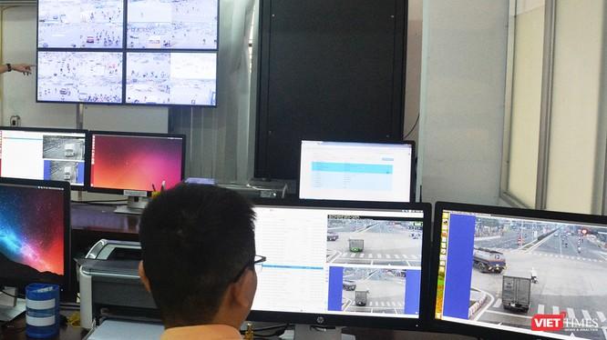UBND TP Đà Nẵng vừa thống nhất chủ trương theo đề xuất của Sở GTVT về việc triển khai xử phạt các hành vi vi phạm trật tự an toàn giao thông (TTATGT) được phát hiện qua hệ thống camera giám sát giao thông trên đường Võ Chí Công và Trường Sơn.